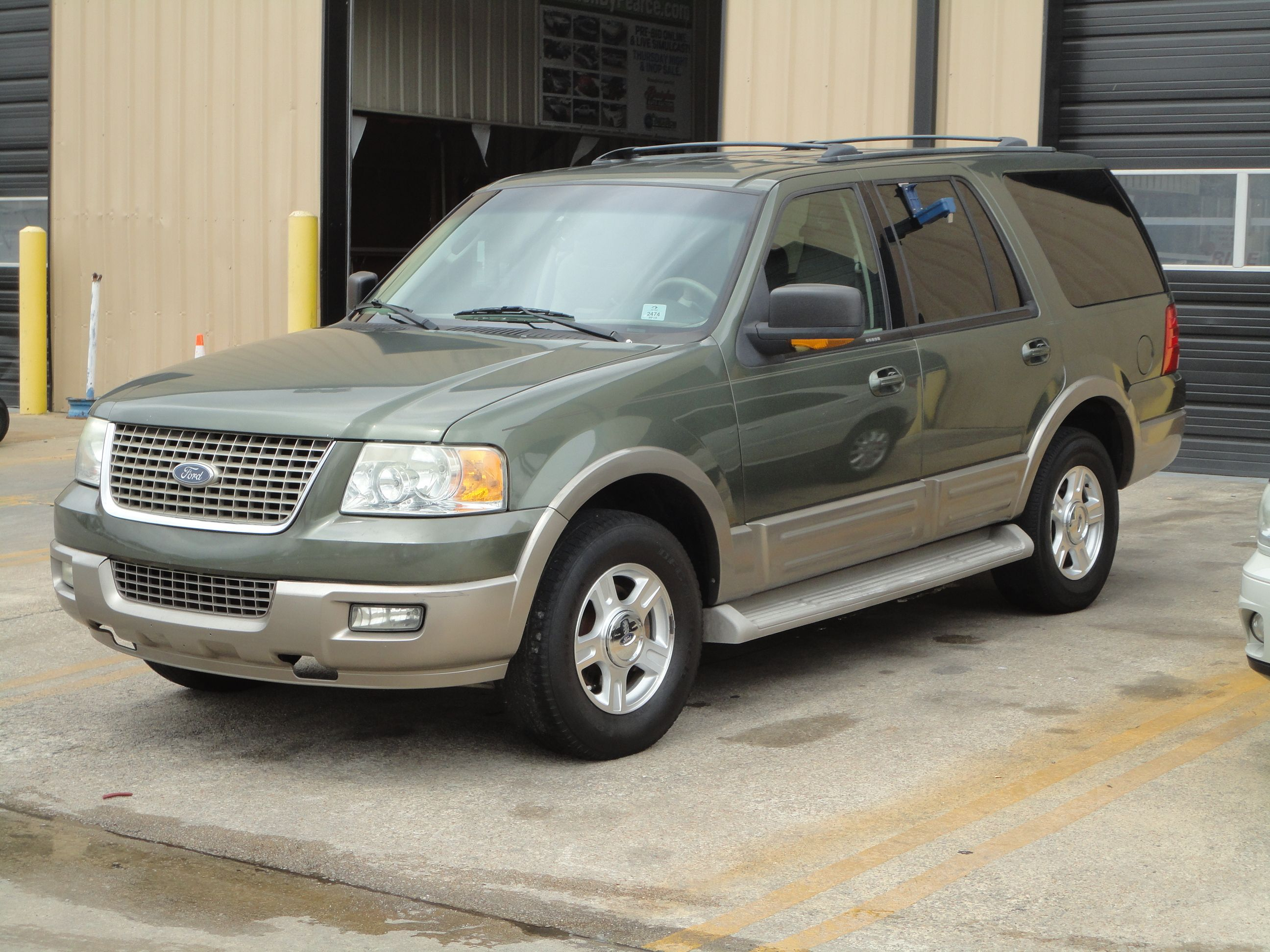2004 Ford Expedition Ed Bauer Edition vehicle