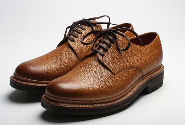 Shop Designer Men's Brogue Shoes Online, from the Fall - Winter /19 Collection or on Sale from the Outlet. Italian and English Suede and Leather Brogues are available.