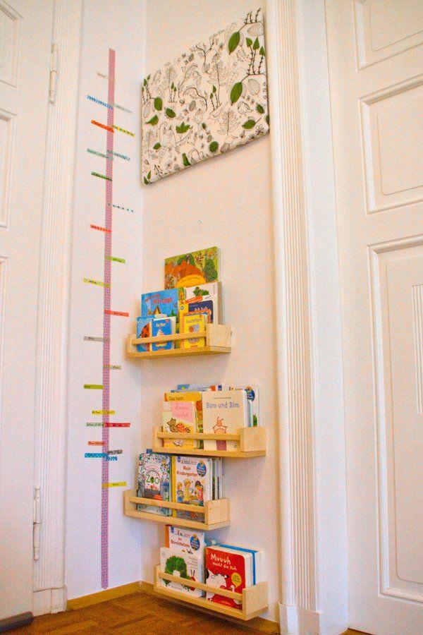 Bücherecke mit Washi Tape Messlatte im Kinderzimmer