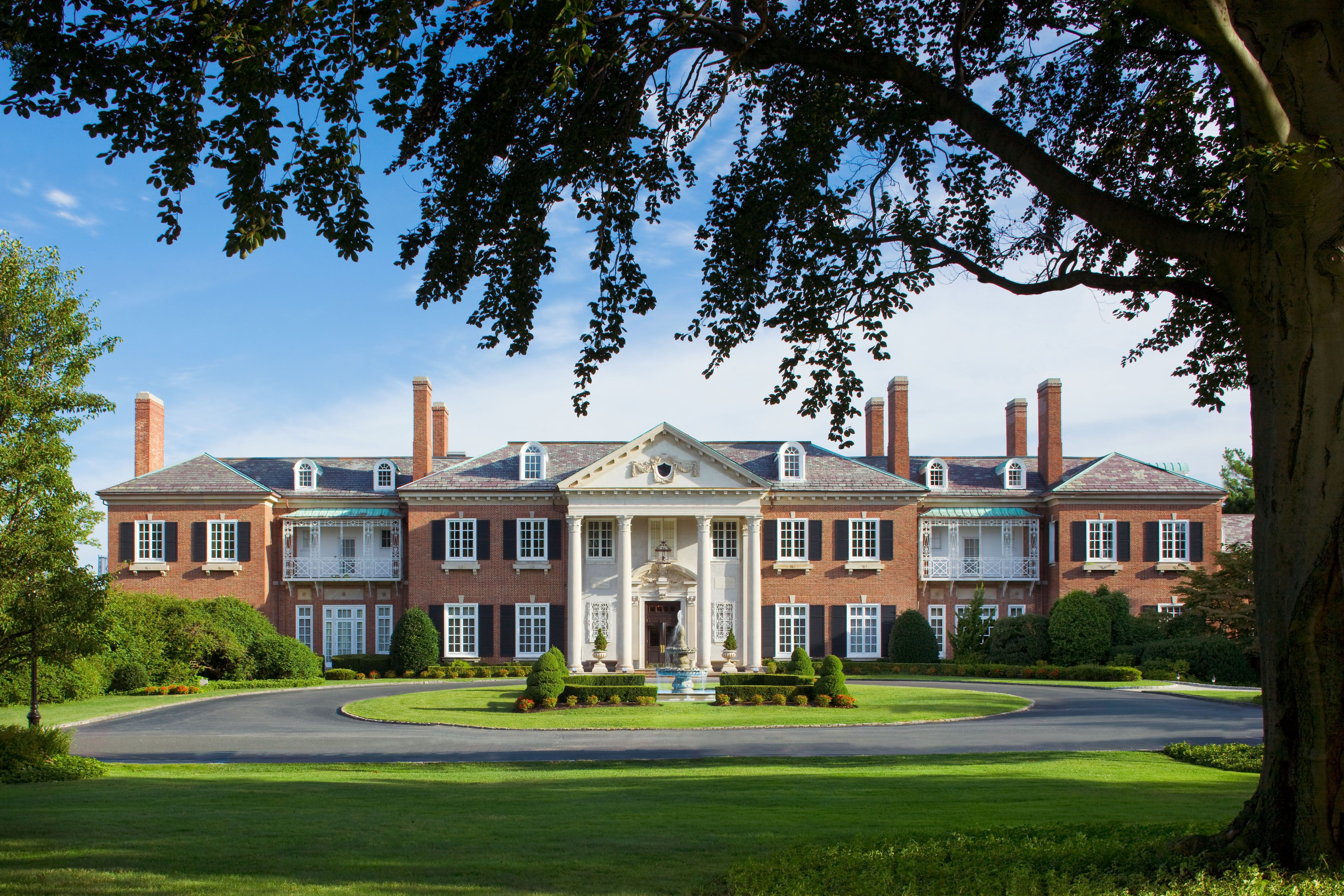 The Mansion From The Great Lawn Glen Cove Mansion Mansions Long Island Mansion