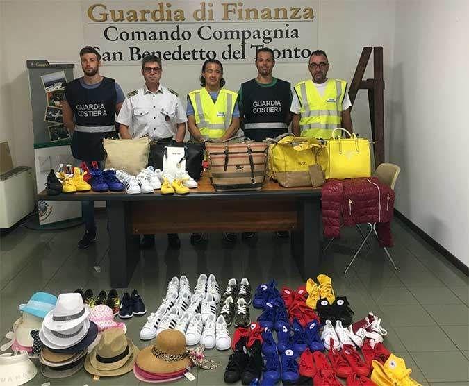 San Benedetto nuovo maxi sequestro di merce contraffatta sulla spiaggia  TM notizie - ul https://t.co/2dBiKdZzkm https://t.co/3YePIO7tgZ