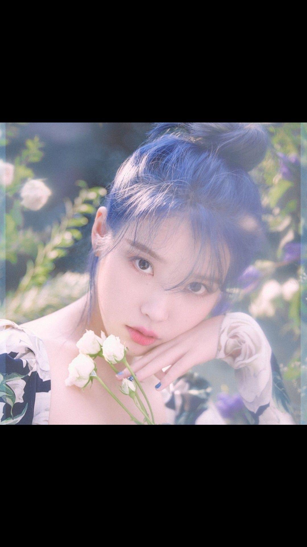 iu lovepoem blue hair kpop Iu hair, Iu fashion