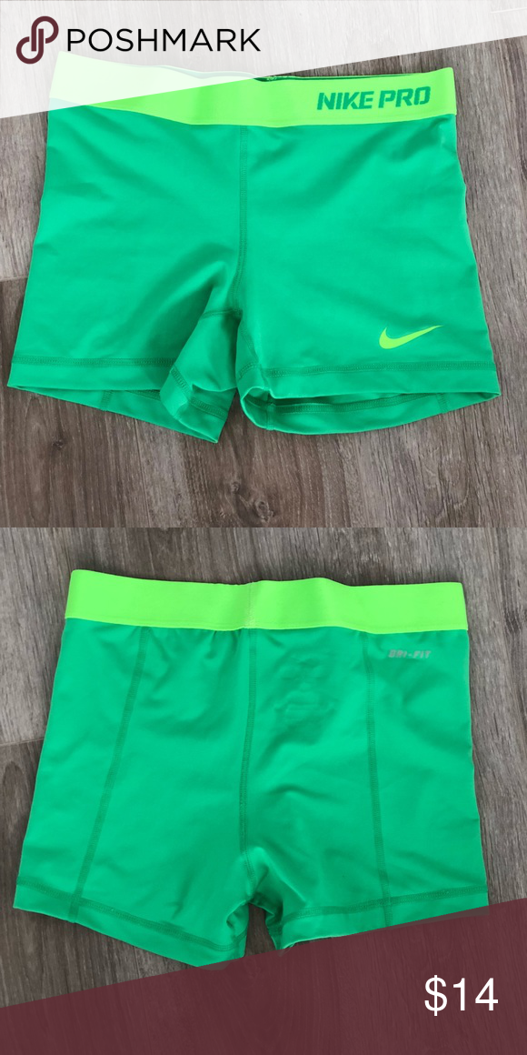 """Nike Pro Women s 3"""" Training Compression Shorts Dri-Fit material. 3""""  inseam. Machine washable. Good used condition. Snug and comfortable fit. 6ffbc70041"""