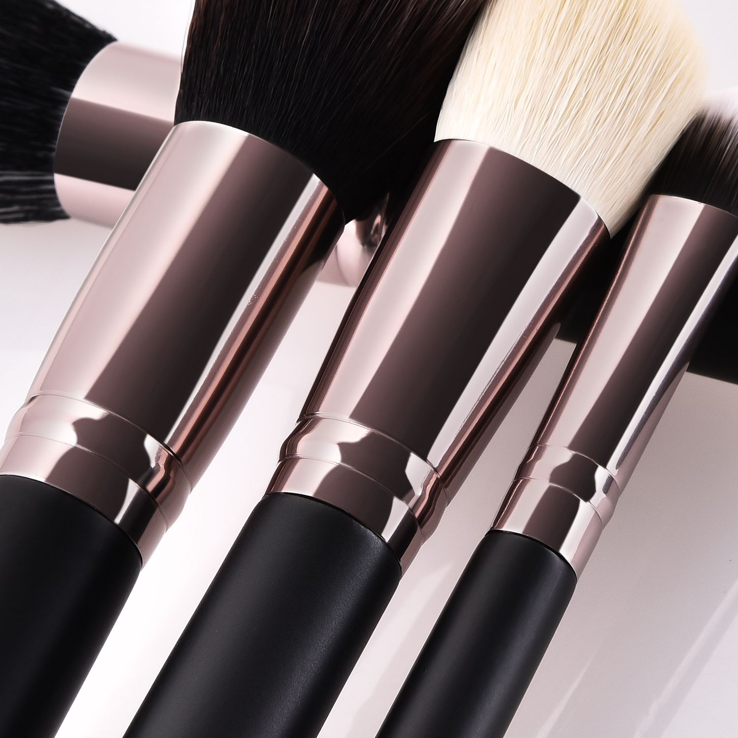 Professional makeup brushes set available wholesale