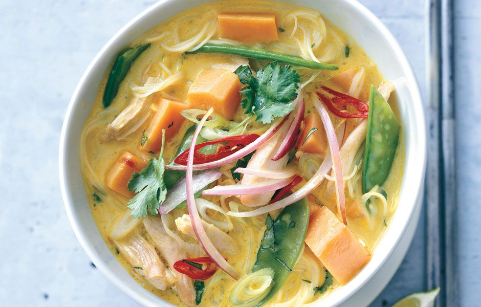 Spicy curry noodle soup with chicken and sweet potato for Cucinare noodles