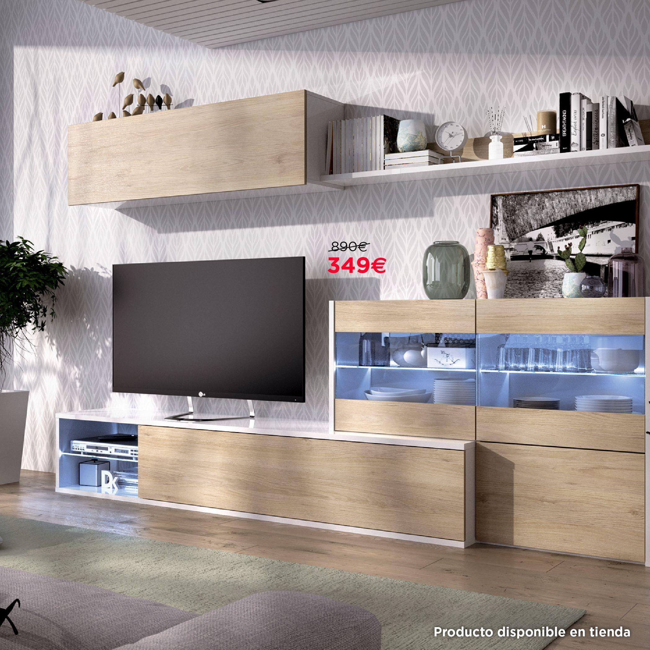 Ambiente de salón acabado en roble natural y blanco con