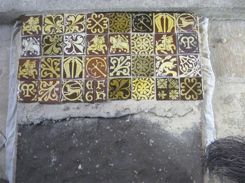 Setting tiles it into a lime mortar bed | Home DIY Inspiration ...