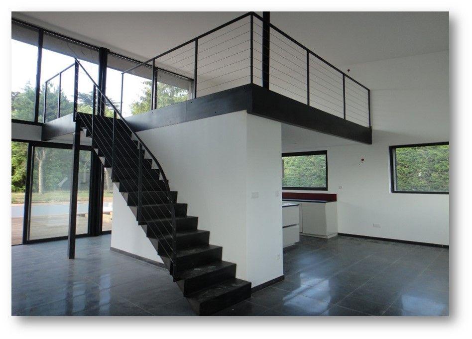 Plateforme métallique , mezzanine moderne en acier. | Plateforme et ...