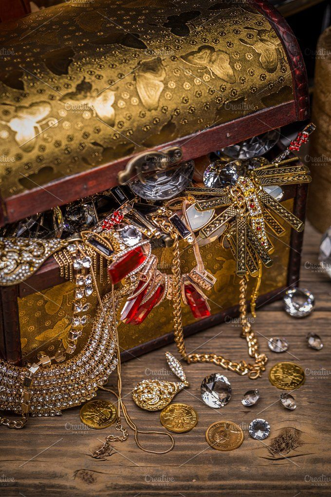Open treasure chest   Treasure jewelry, Gold money, Gold aesthetic