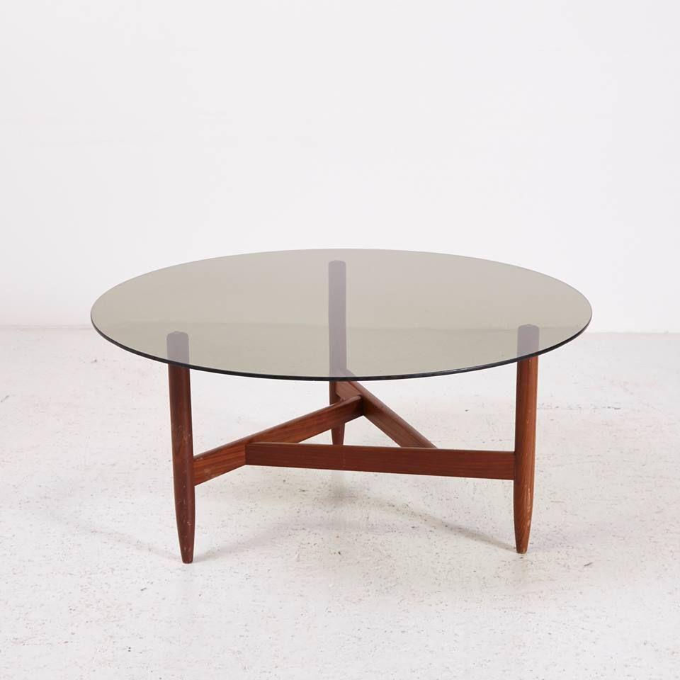 Mk4174 Fustuveg Dohanyzoasztal Geometrikus Teak Labon Coffeetable With Glass Top And Teak Legs Meretek Dimensions 99x47x9 Teak Coffee Table Coffee Tables For Sale Glass Table [ 960 x 960 Pixel ]