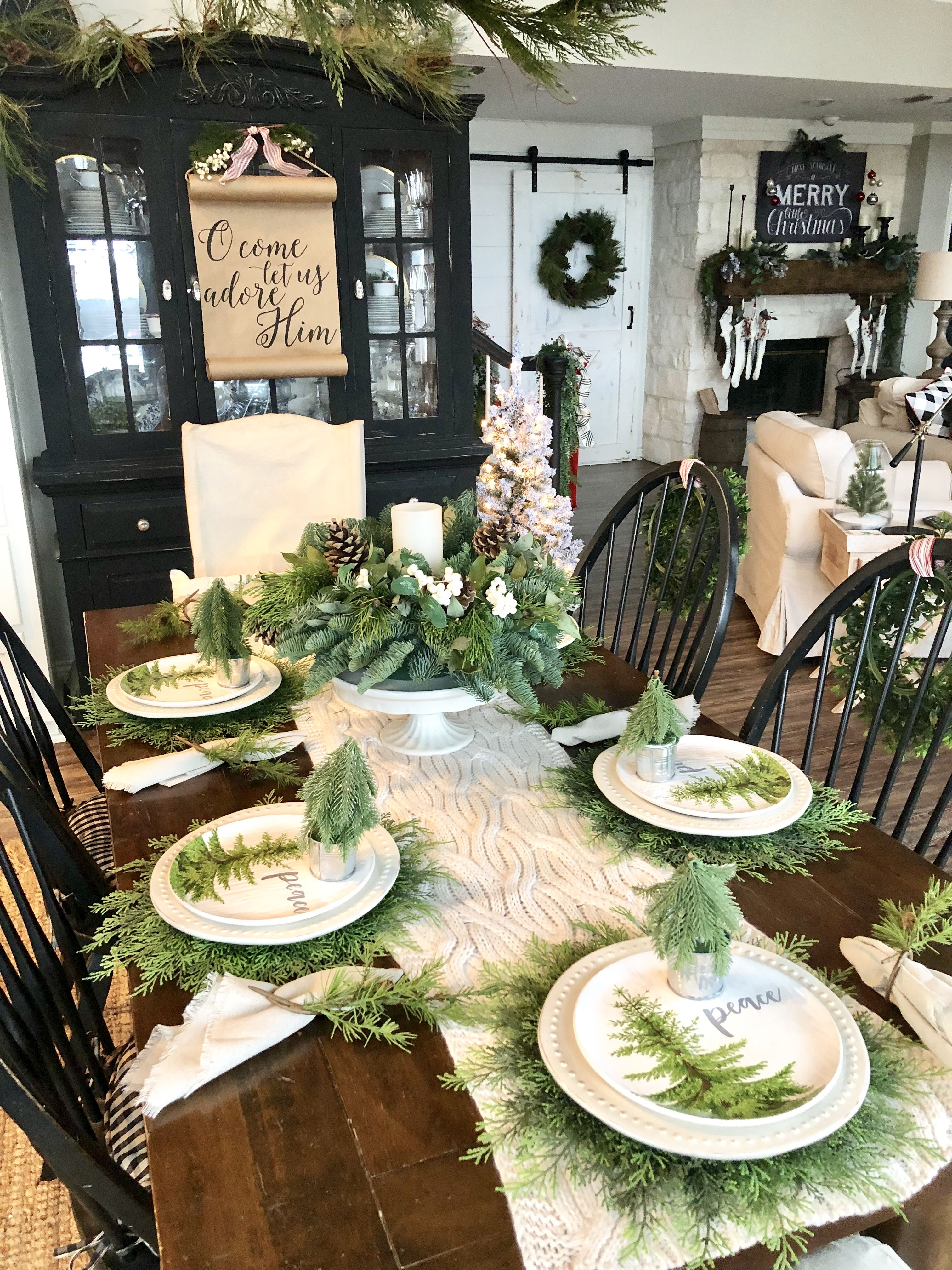 Sharing several christmas holiday table setting ideas in - Simple christmas table settings ...