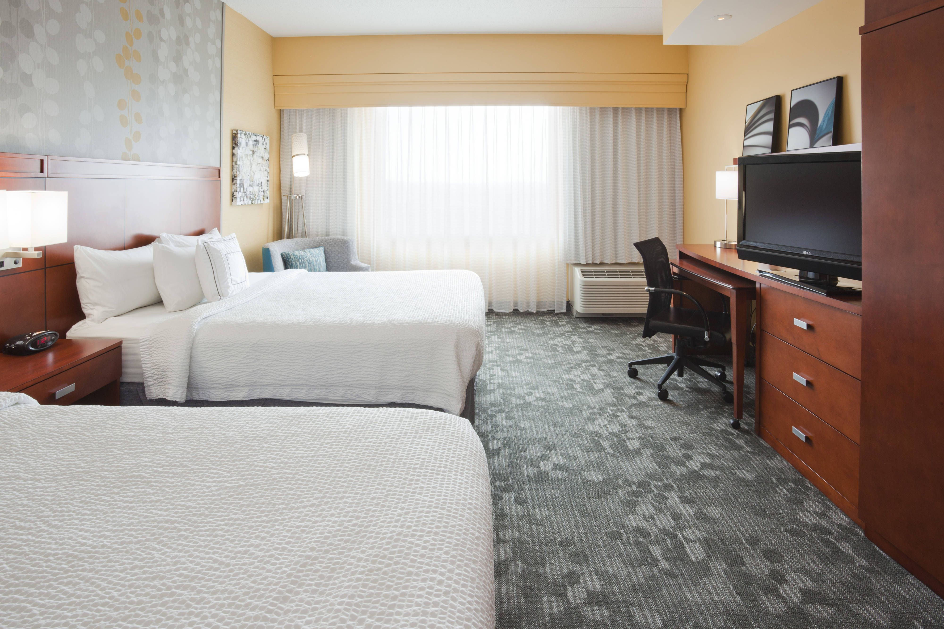 Courtyard Minneapolis Maple Grove Arbor Lakes Queen Queen Guest Room Suite Beautiful Enjoy Home Decor Home Hotel