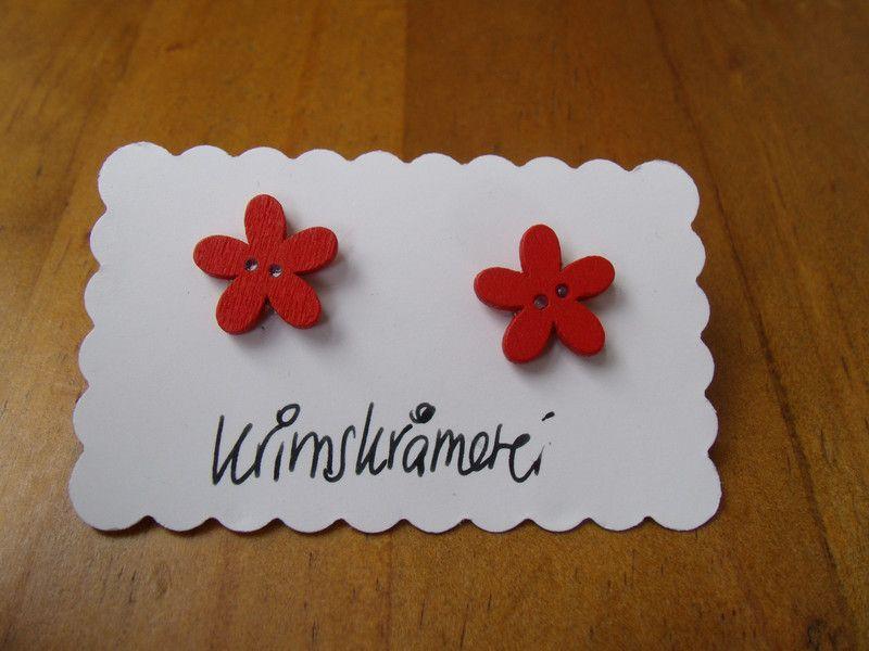 Ohrstecker Knopfohrringe Blume Holz rot Knopf von Krimskrämerei auf DaWanda.com