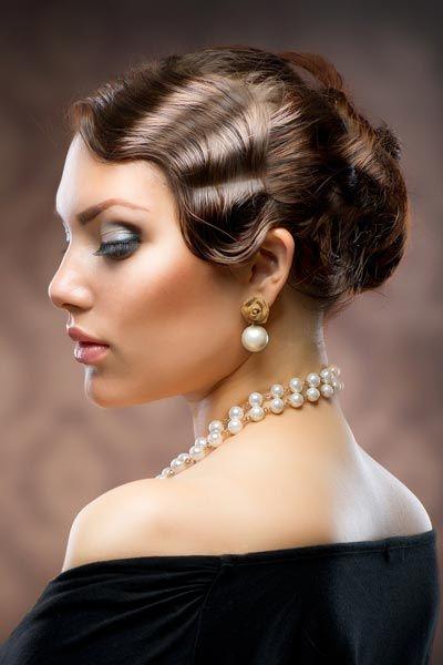Hochsteckfrisur Im 20er Jahre Look Hochsteckfrisuren Fur Lange Und Mittellange Haare Frisur Hochgesteckt 20er Jahre Frisur Vintage Frisuren