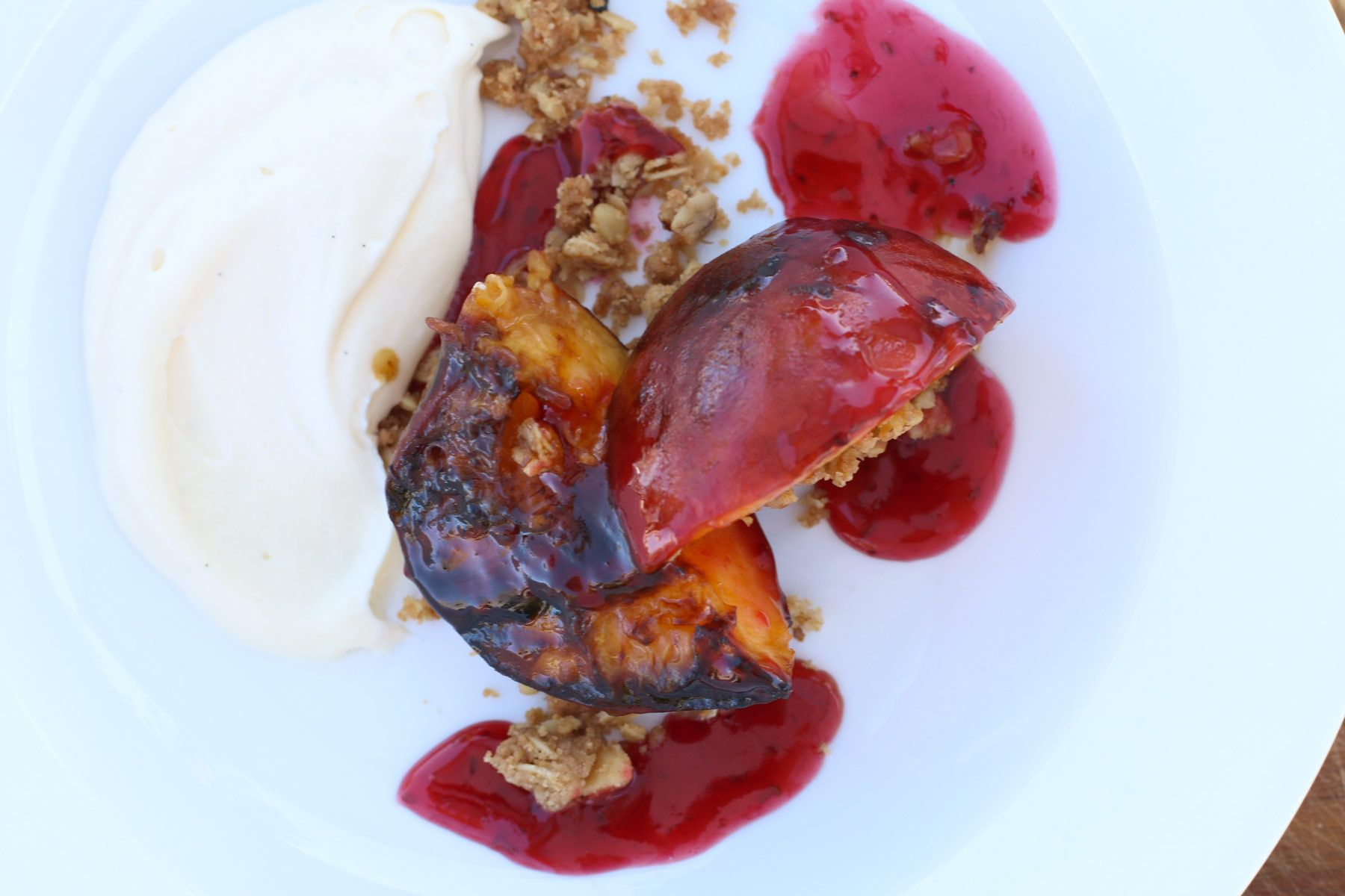 Grilled Peaches with Mascarpone and Raspberry Sauce