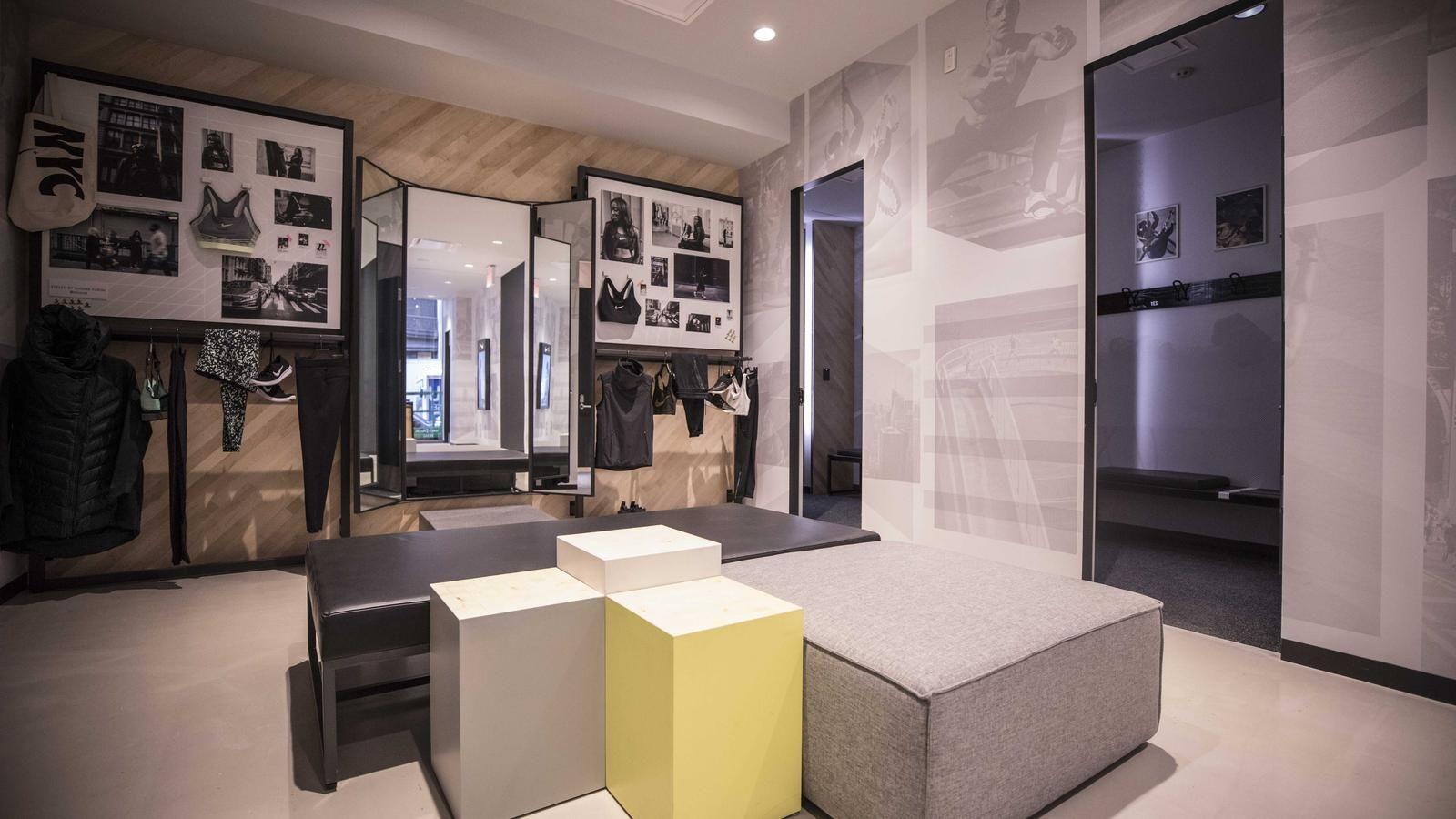 rutina leyendo agradable  First Look: Inside Nike Soho | Store interiors, Shop interior design,  Interior