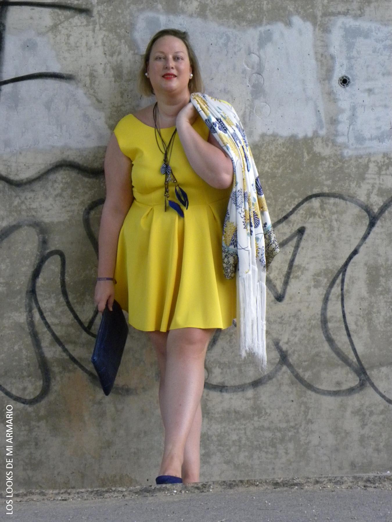 portada-los-looks-de-mi-armario-vestido-amarillo-accesorios-azul ... e1364eea600f