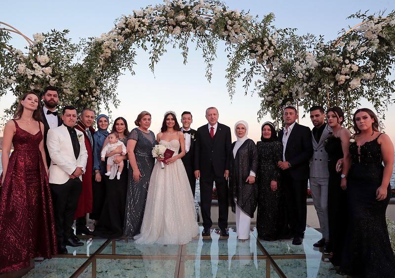 Familien Zoff Offenbar Der Grund Darum Fehlte Papa Ozil Auf Mesuts Hochzeit Hochzeit Hochzeit Brauche Hochzeit Hotel