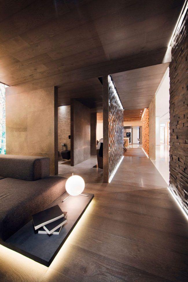 Indirekte Beleuchtung Trennwand Braun Wohnzimmer Holz Boden Decke