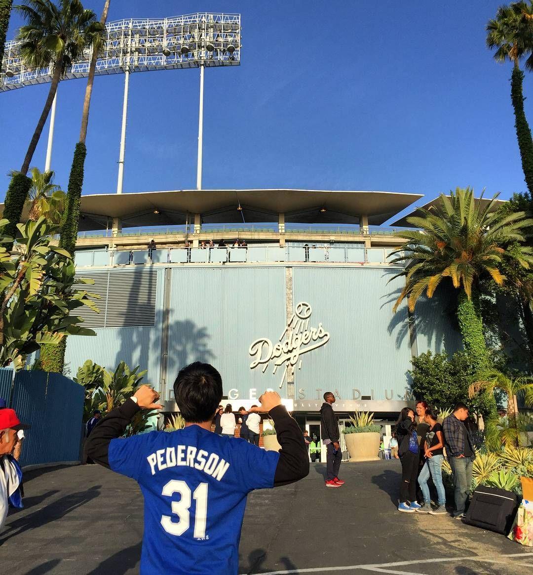 THINK BLUE: #다저스타디움 #Dodgerstadium #LA다저스 #류현진 #MLB #Jocpederson #피더슨 #야구중독자 사실 이번 미국여행의 가장 큰 목적은 류현진 선발경기를 보는 것이었다. 이 때쯤이면 부상에서 회복해서 경기를 뛸 수 있을 줄 알았는데 너무 아쉽다. 류현진 보러왔는데 마에다 이치로 같은 일본선수만 봤다ㅠㅠ 어찌 됐든 군대에서부터 너무 재밌게보던 다저스경기를 실제로 보니 꿈만 같다. 이틀 연속 경기를 봤고 둘다 참패했는데도 너무 재밌다. 어쩌면 내일 또 갈지도 모르겠다.ㅋㅋㅋ by bok_ms