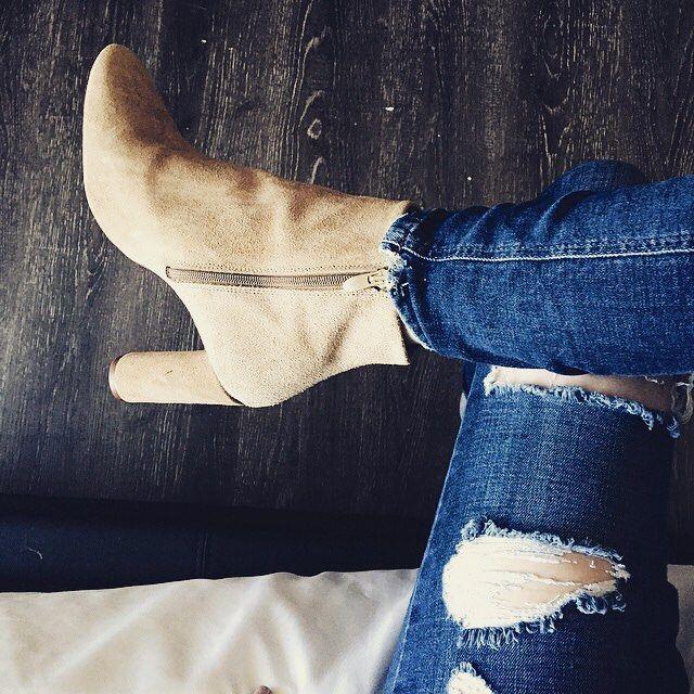 Tan booties to end the weekend  #blog #blogger #blogpost #fallfashion #fashionblogger #lifestyleblogger #tan #booties #lifestyleblog #coffee #coverup