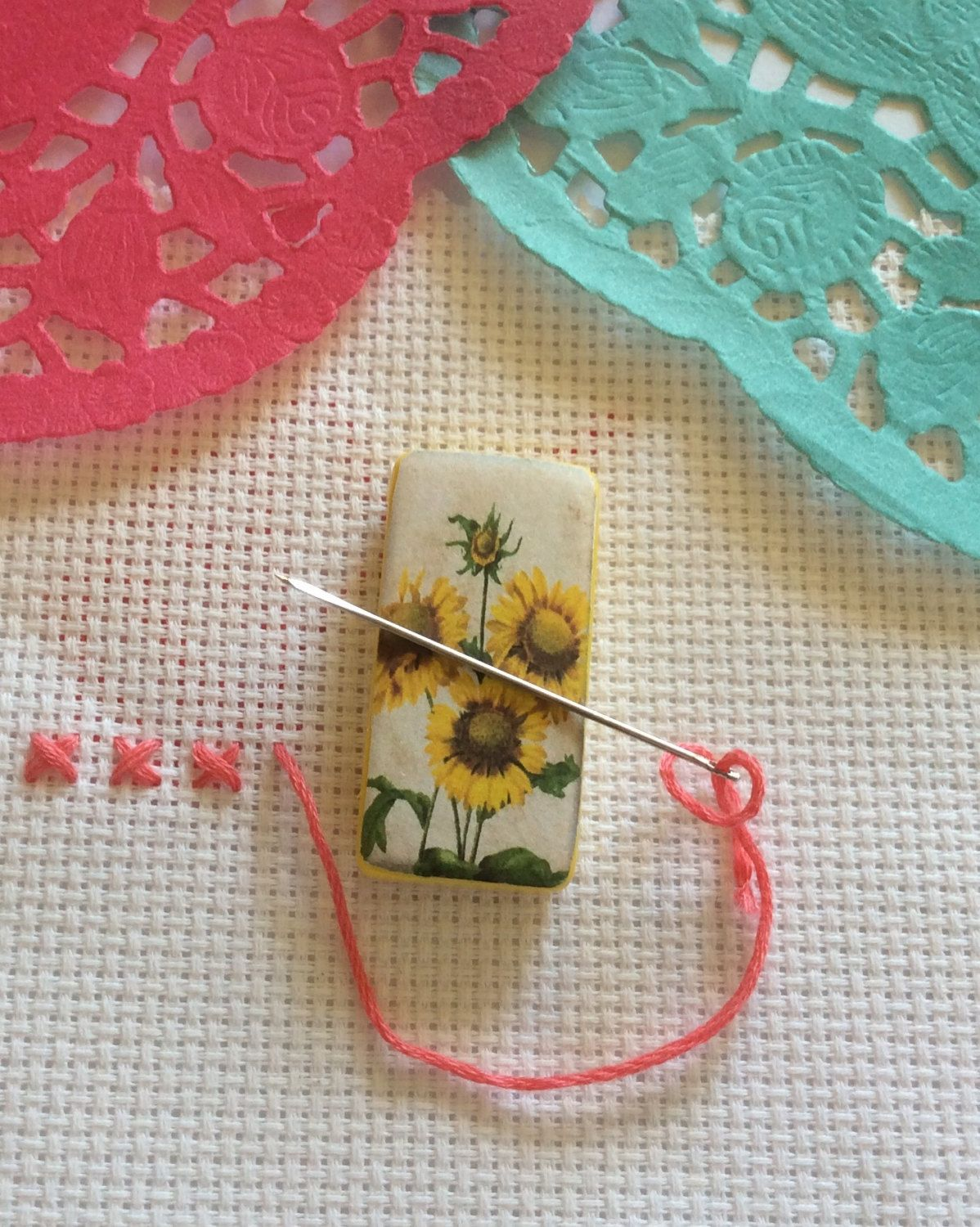 Needle minder cross stitch sunflowers magnetic sewing needlepoint negle Images