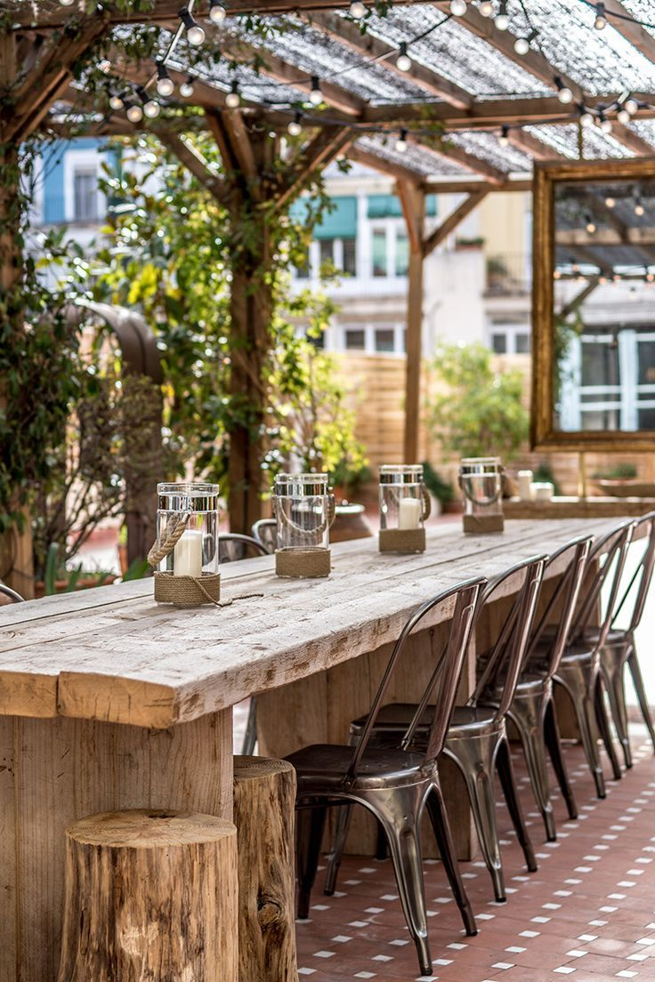 Restaurante rustico al aire libre for Jardin al aire libre de madera deco