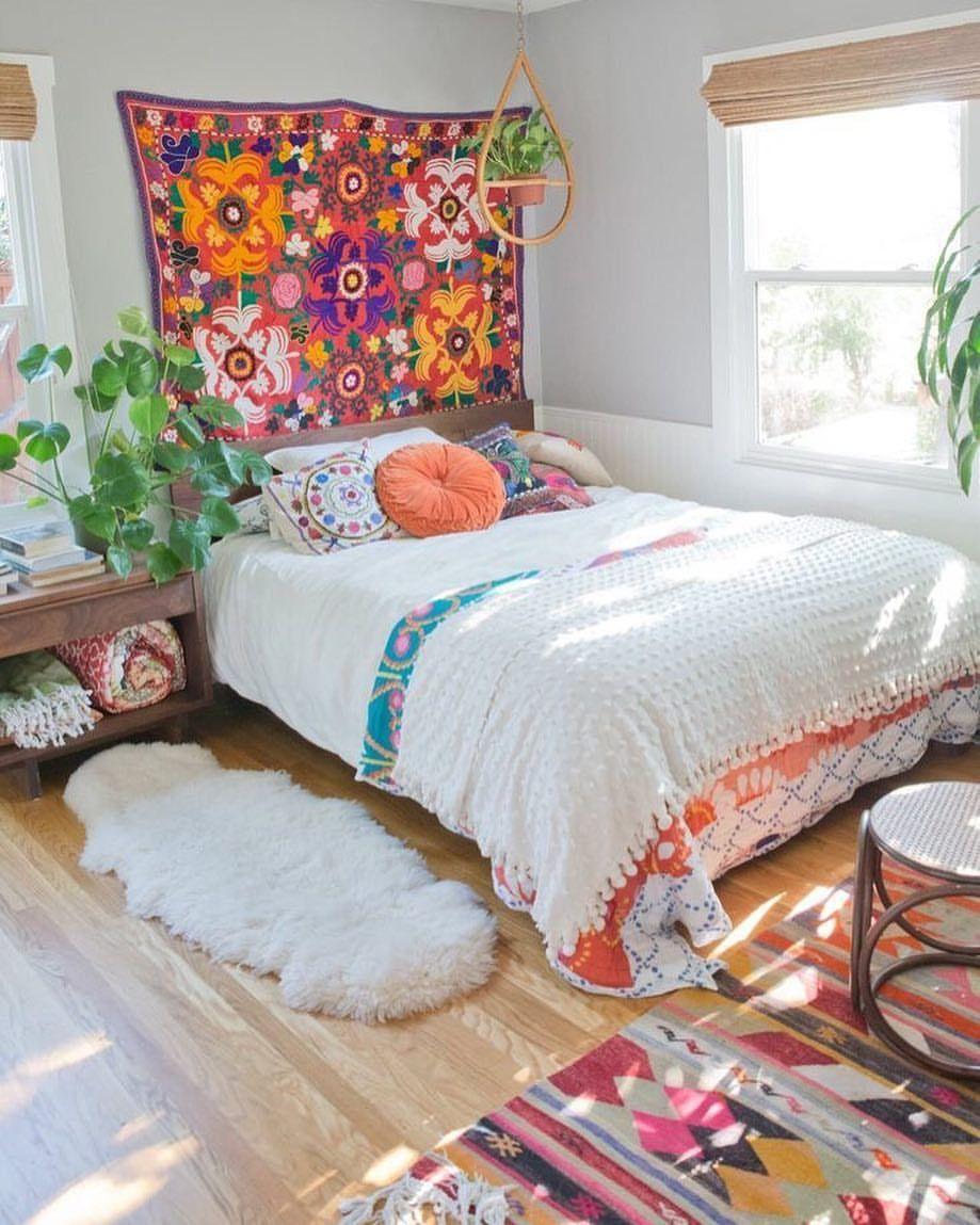 Bom Dia Gente Vamos Comecar Essa Semana Com Esse Quarto Super Aconchegante E Iluminado Www Diycore Bohemian Bedroom Design Home Bedroom House Interior
