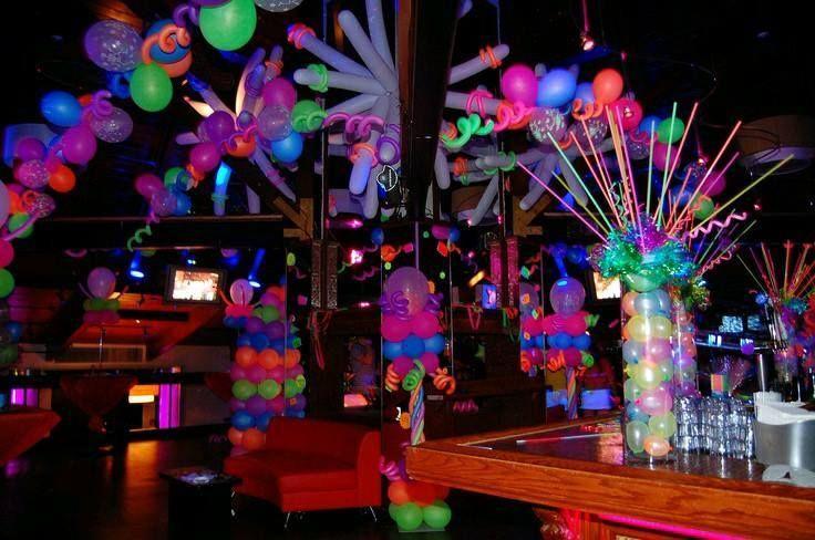 Temas para fiesta de 15 a os hombre glow party for Decoracion de pared para quinceanera