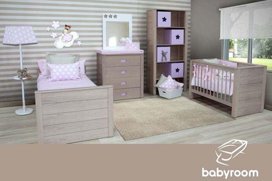 Ambiente Babyroom compuesto por: lámpara de pié redonda con bandeja ...