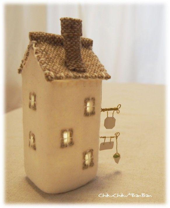 街の家ランプ 4階 ベージュ屋根|chikuchikubanban |Creema