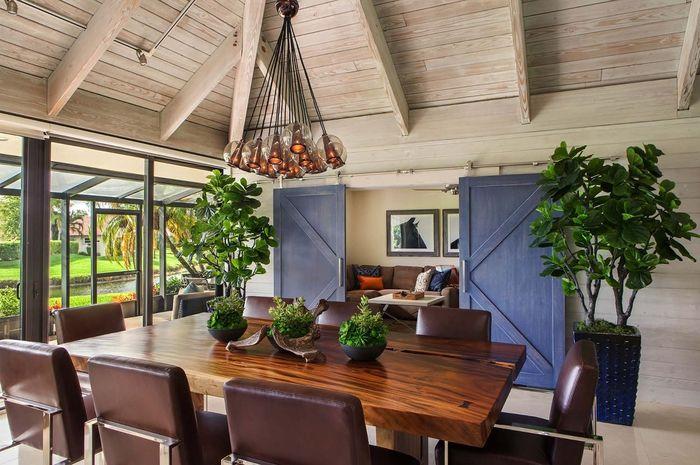 gemütliche Atmosphäre im Wohnzimmer schaffen, Leder und Holzmöbel - kleine gemutliche wohnzimmer