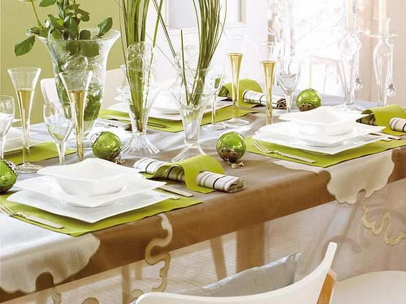 Fresh Contemporary Green And White Christmas Table Setting Christmas Green White Christmas Decorations Dinner Table Christmas Dinner Table Christmas Table
