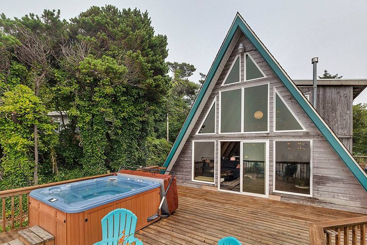 Starfish Shack: 2 Bedroom Vacation Cottage Rental Holmes