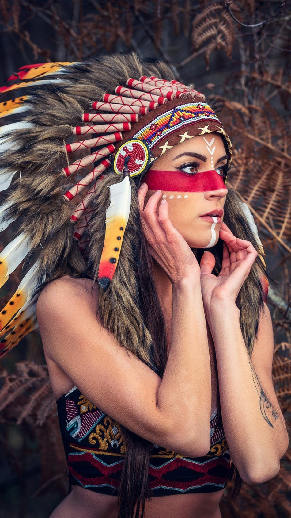 Girl Headdress Native American 4k Ultra Hd Mobile Wallpaper Native American Headdress Headdress Cute Girl Wallpaper