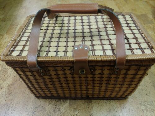Vintage Wicker Picnic Basket With Leather Straps 17in L 10 5 Inch W 10 5inch H Ebay Vintage Wicker Picnic Basket Wicker Picnic Basket