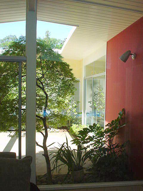 Bullet Lighting And Clean Open Atrium Mid Century Modern House Cool House Designs Mid Century Modern Interior Design