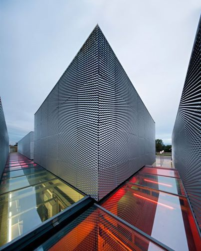Pin by kenneth linge on modern architecture commercial architektur moderne architektur - Futuristische architektur ...