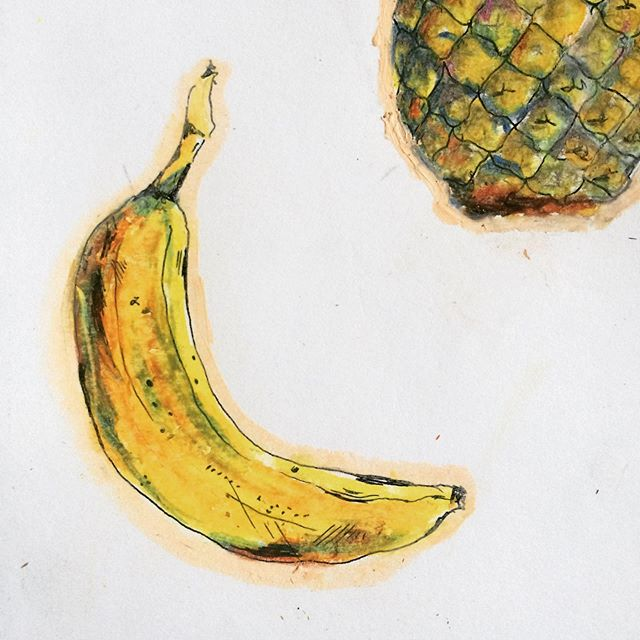 The Banana Is Actually A Berry Are You Someone Who Gets A Lot Of Mosquitobites Try This The Inside Of A Banana Peel Can Help Re Banana Berries Banana Peel