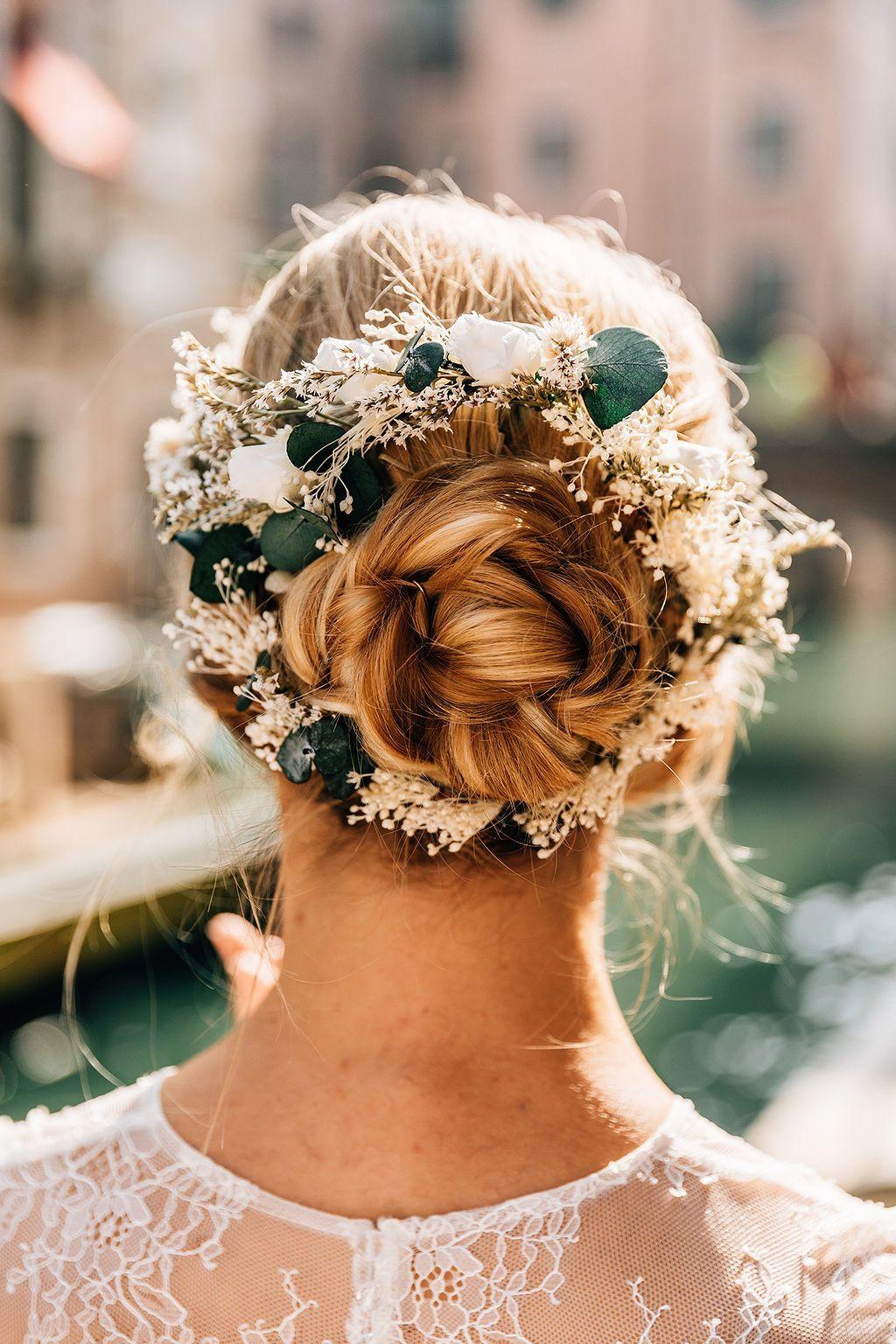 Inspiration Coiffure Avec Notre Couronne Ornella Couronnedefleurs Flowercrown Corona Accessoire Cheveux Mariage Coiffure De Mariage Chignon Coiffure Mariage