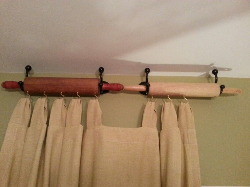 Amazing Old Rolling Pins And Bathrobe Hooks Repurposed To Hang Kitchen Curtains.