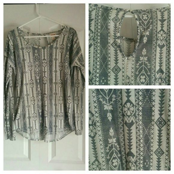 Aztec printed long sleeve tee This tee is slightly oversized with a wide neck. It features a key hole styled back. It is in used condition but still very cute, especially with leggings! Mossimo Supply Co. Tops Tees - Long Sleeve