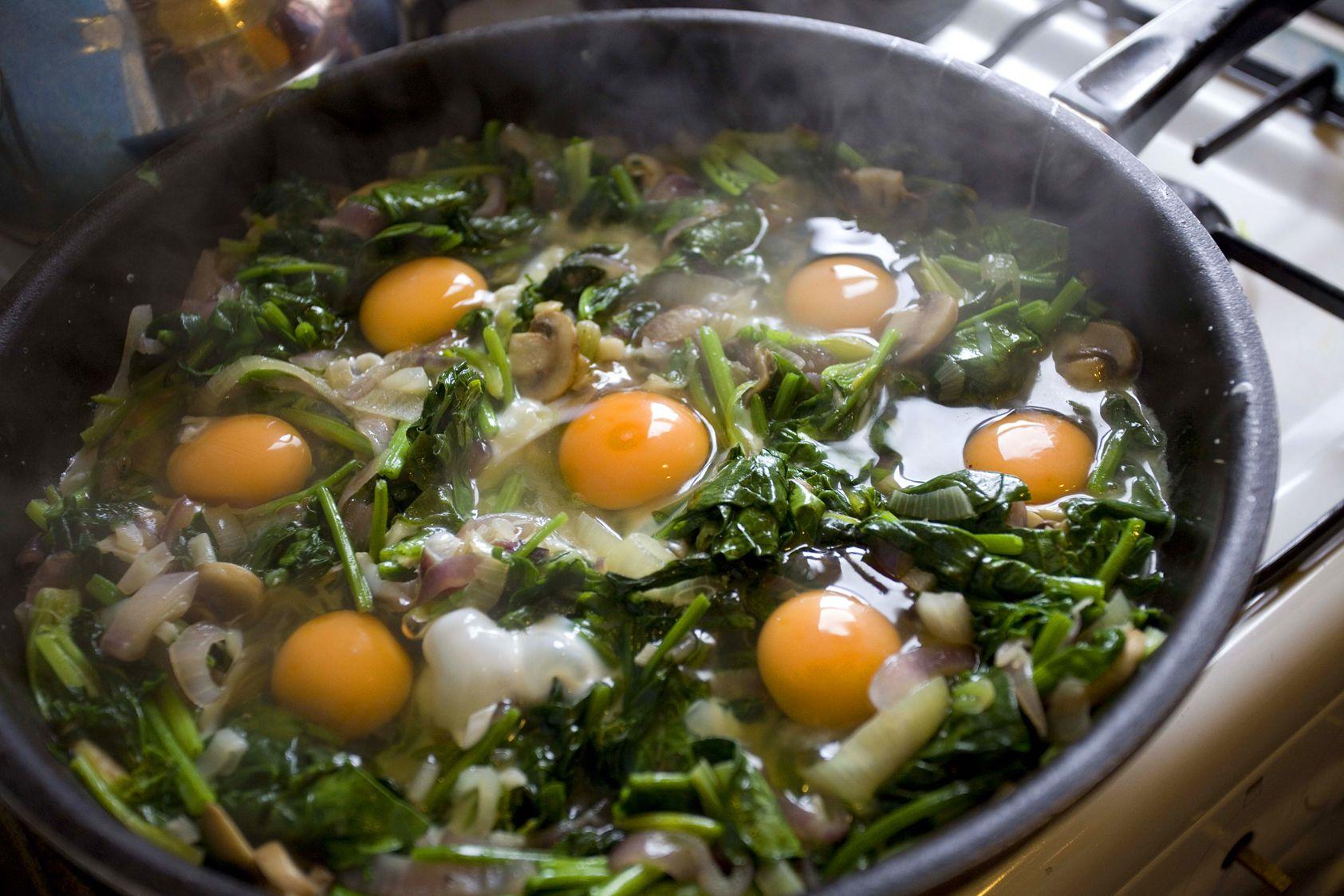 Spinach and onion with eggs ispanak oturtma food vegetarian turkish spinach and onion with eggs ispanak oturtma recipe sbs food forumfinder Choice Image
