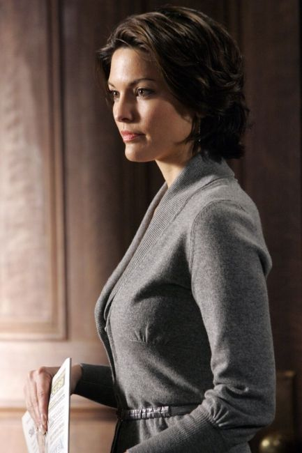 Alana De La Garza Haircut Types Women Lawyer Female Actresses