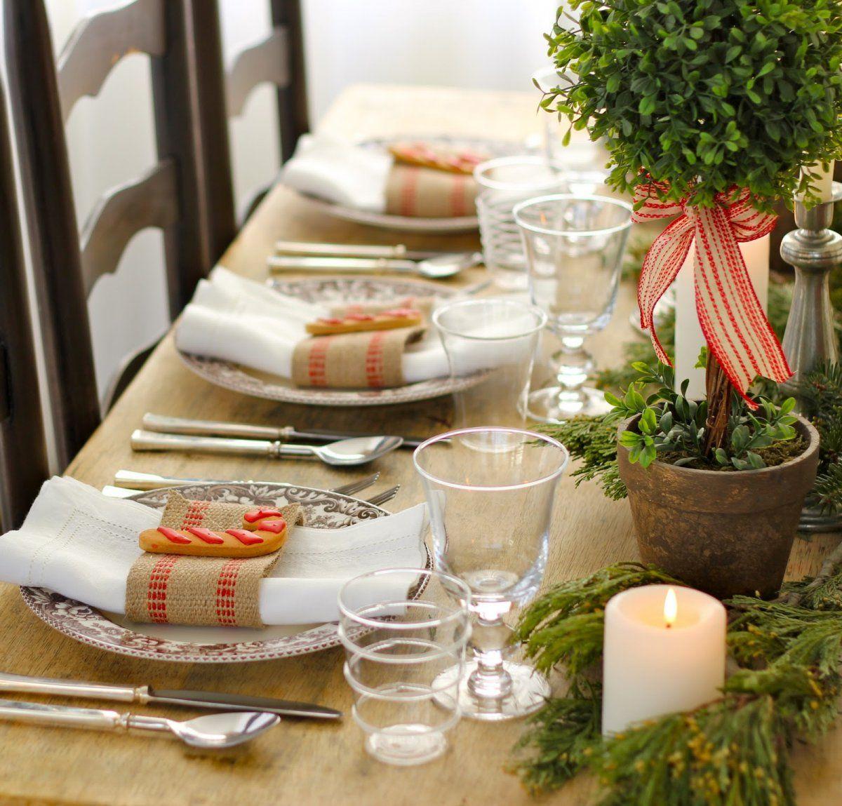 Casual But Elegant Christmas Table Setting Via Jenny Steffens Hobick Holiday