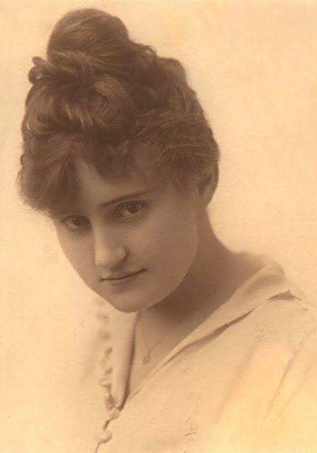 Mabel Williams, Maybelline's namesake, c.1915 ...