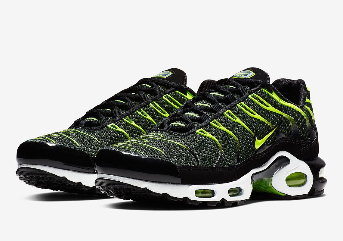 6c91134943 Nike Air Max Plus Black Volt 852630-036 Release Info | Fashion ...