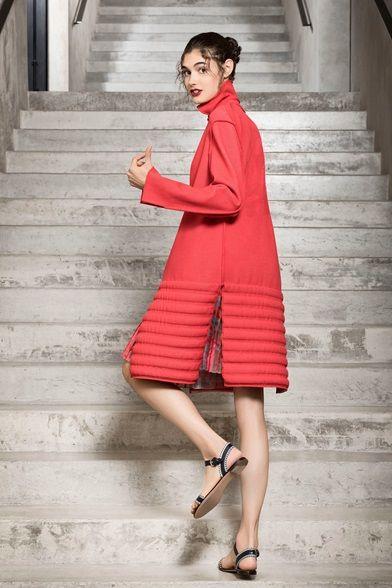 Guarda la sfilata di moda Giorgio Armani a Milano e scopri la collezione di  abiti e accessori per la stagione Pre-collezioni Primavera Estate … fd92bdf66ad