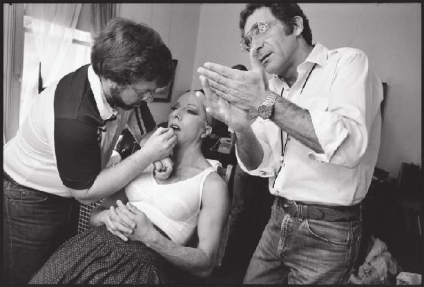 Photos From Mary Ellen Mark S Seen Behind The Scene Forty Years Of Photographing On Set Published By Phaidon Press Dus Mary Ellen Mark Scenes Favorite Movies