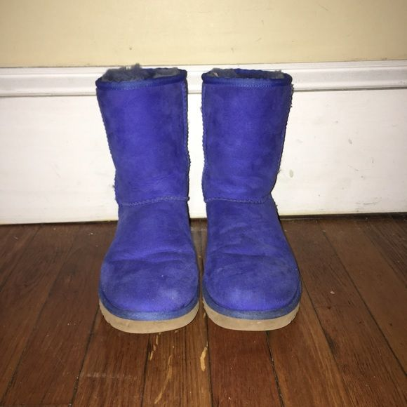 Periwinkle Blue Uggs Decent condition, worn a bunch of times. Classic short Ugg boots in size 7.  A few wrinkles in the front. Super soft on inside UGG Shoes Winter & Rain Boots